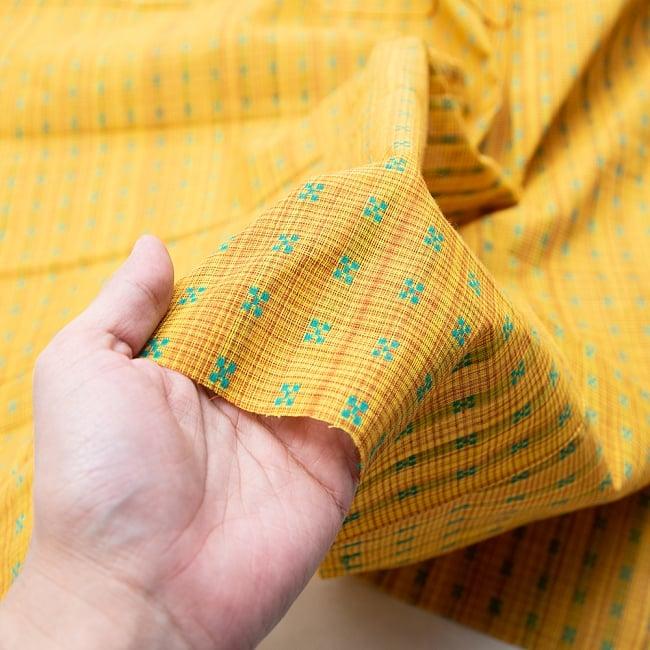〔1m切り売り〕インドの伝統模様布 - 幅約112cm 3 - 拡大写真です。独特な雰囲気があります。