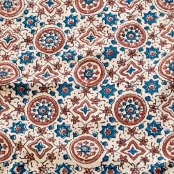 〔1m切り売り〕伝統息づくインドから 昔ながらの木版染め伝統模様布〔113cm〕 - 生成り