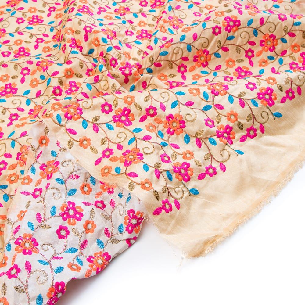 〔1m切り売り〕ラジャスタンの刺繍布〔108cm〕 - シャンパンゴールド 5 - フチの写真です