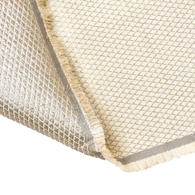 〔1m切り売り〕インドの伝統模様ゴールドプリント布〔幅約110cm〕 6 - 裏地はこのようになっています。