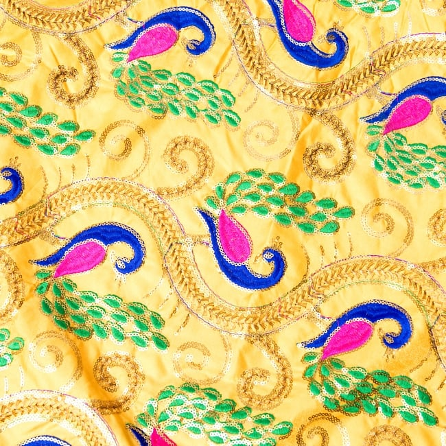 〔1m切り売り〕インドのスパンコールクロス〔幅約116cm〕 2 - 拡大写真です。独特な雰囲気があります。