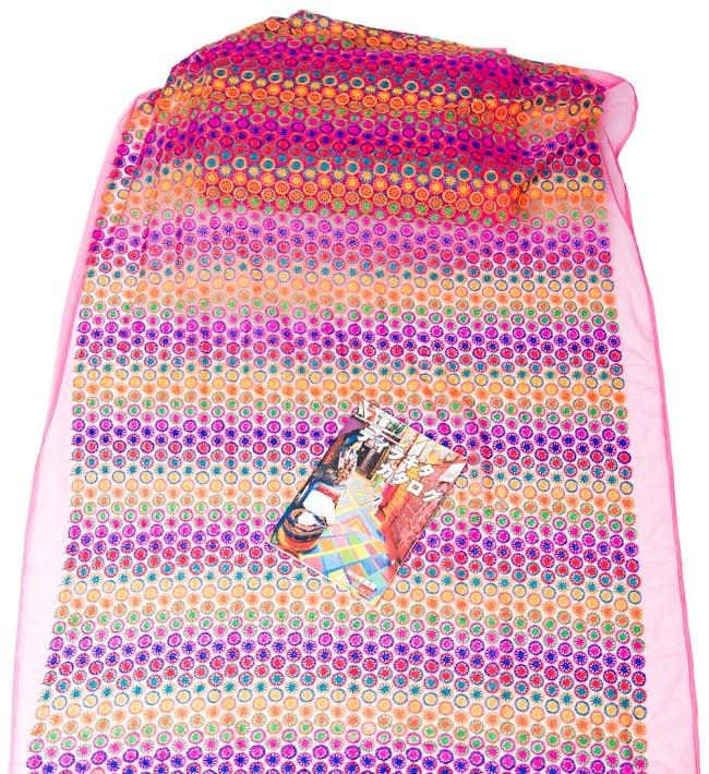 〔1m切り売り〕伝統模様刺繍のメッシュ生地布〔幅約108cm〕 7 - A4冊子と比較撮影しました。これくらいのサイズ感になります。