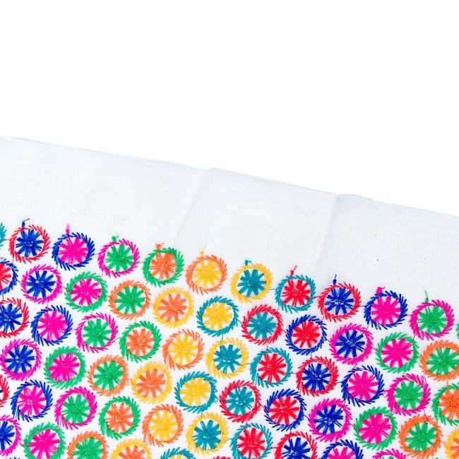 〔1m切り売り〕伝統模様刺繍のメッシュ生地布〔幅約108cm〕 4 - フチの写真です