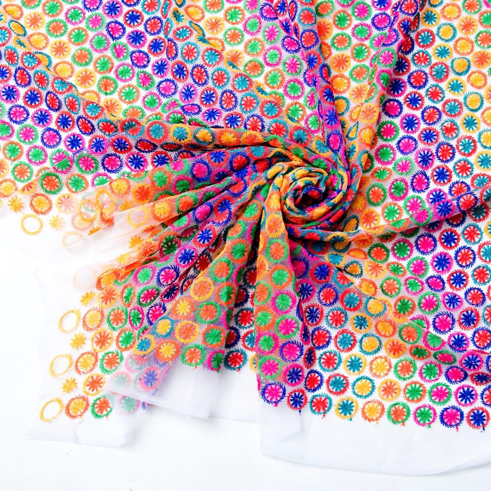 〔1m切り売り〕伝統模様刺繍のメッシュ生地布〔幅約108cm〕の写真