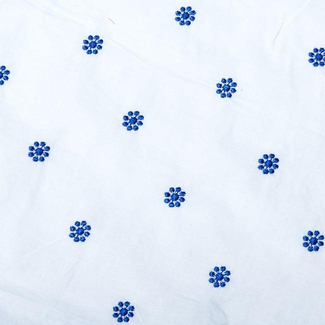 〔1m切り売り〕伝統模様刺繍コットンクロス〔幅約104cm〕 2 - 布を広げてみたところです。横幅もしっかり大きなサイズ。