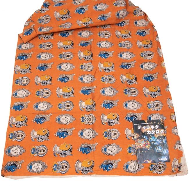 〔1m切り売り〕インドの伝統と不思議が融合 おもしろデザイン布〔115cm〕 - 南インドの古典舞踊カタカリ Kathakali 6 - 横幅100cm以上ある大きな布なので、たっぷり使えます。右端にあるのはA4サイズの当店カタログです。