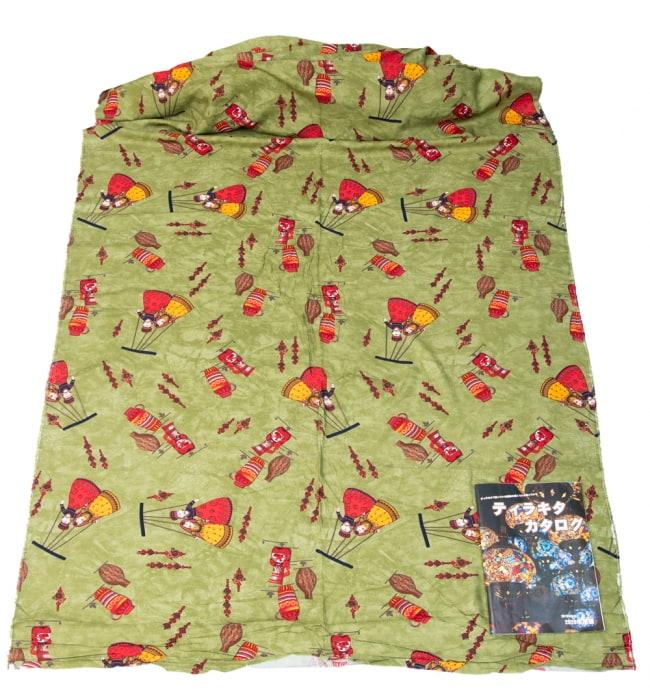 〔1m切り売り〕インドの伝統と不思議が融合 おもしろデザイン布〔109cm〕 - カトプトリ ラジャスタンの操り人形 6 - 横幅100cm以上ある大きな布なので、たっぷり使えます。右端にあるのはA4サイズの当店カタログです。
