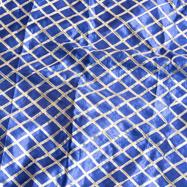 〔1m切り売り〕インドの伝統模様布〔幅約105cm〕 2 - 光の加減で表情をかえてくれます