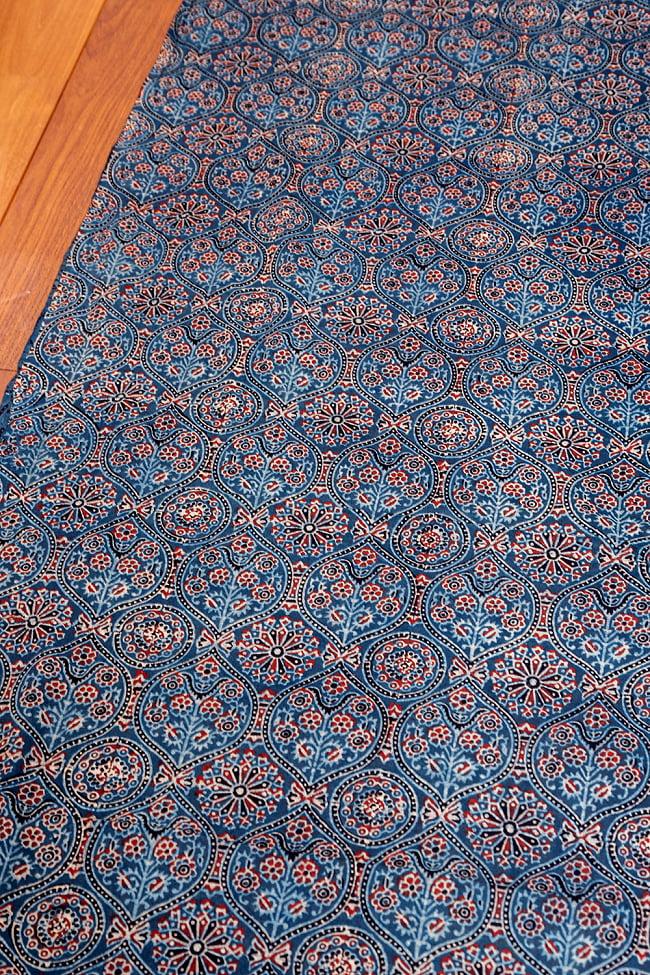 〔約3.8m 長尺布】伝統息づくインドから 昔ながらの木版藍染めアジュラックデザインの伝統模様布〔横幅:約110cm〕 2 - とても素敵な雰囲気です