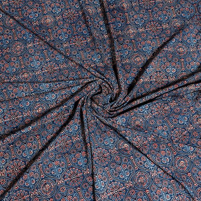 〔約3.8m 長尺布】伝統息づくインドから 昔ながらの木版藍染めアジュラックデザインの伝統模様布〔横幅:約110cm〕 4 - インドならではの生地です