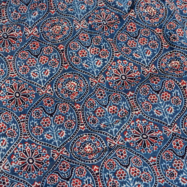 〔約3.8m 長尺布】伝統息づくインドから 昔ながらの木版藍染めアジュラックデザインの伝統模様布〔横幅:約110cm〕の写真