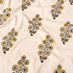 〔1m切り売り〕伝統息づく南インドから 昔ながらの木版染め更紗模様布 - ナチュラル系〔横幅:約114cm〕