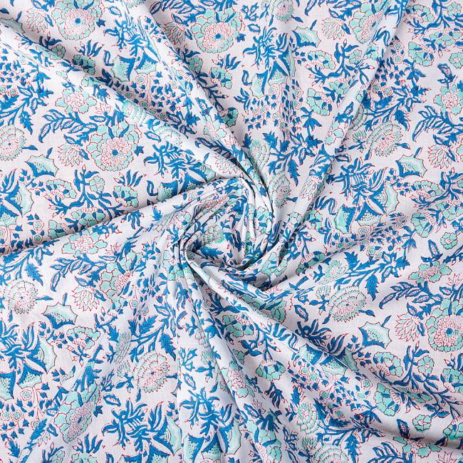 〔1m切り売り〕伝統息づく南インドから 昔ながらの木版染め更紗模様布 - ホワイト系〔横幅:約115cm〕 4 - インドならではの布ですね。