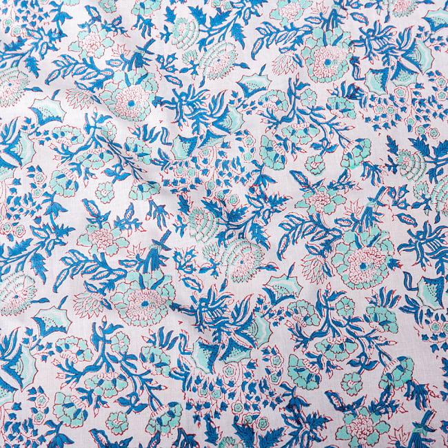 〔1m切り売り〕伝統息づく南インドから 昔ながらの木版染め更紗模様布 - ホワイト系〔横幅:約115cm〕の写真