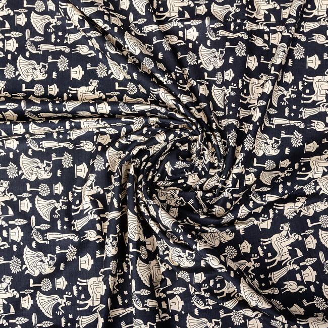 〔1m切り売り〕伝統息づく南インドから インドの伝統文化模様 - ブラック系〔横幅:約111.5cm〕 4 - インドならではの布ですね。