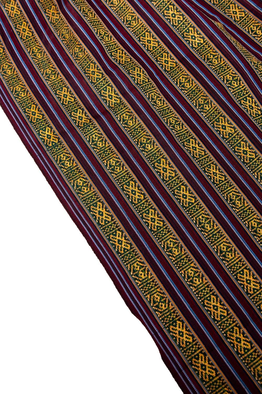 〔50cm切り売り〕ネパール織り生地-薄手 - 〔幅144cm〕 4 - A4の冊子と大きさを比較してみるとこれくらいになります。