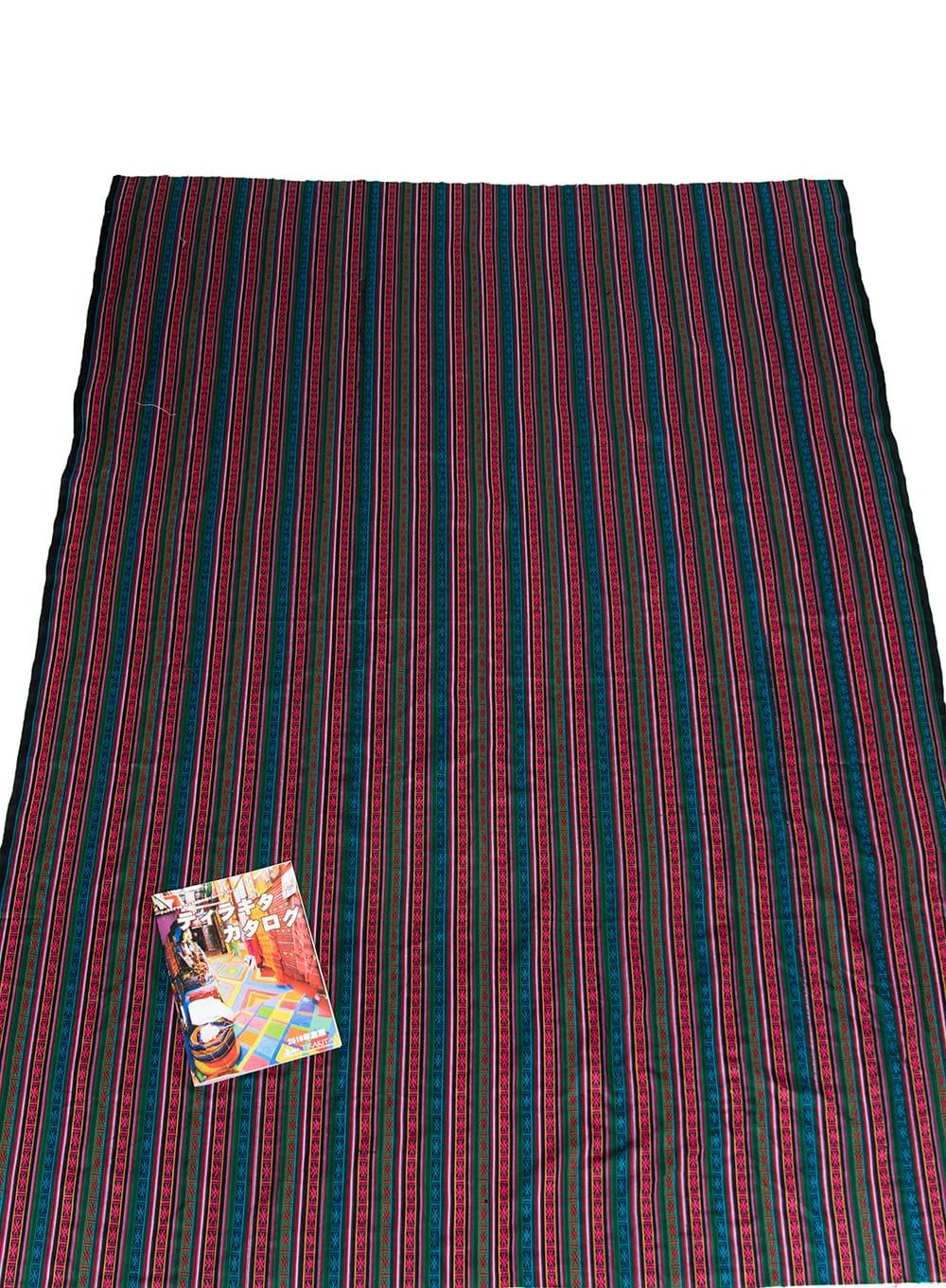 〔50cm切り売り〕ネパール織り生地-薄手 - 〔幅146cm〕 5 - A4の冊子と大きさを比較してみるとこれくらいになります。