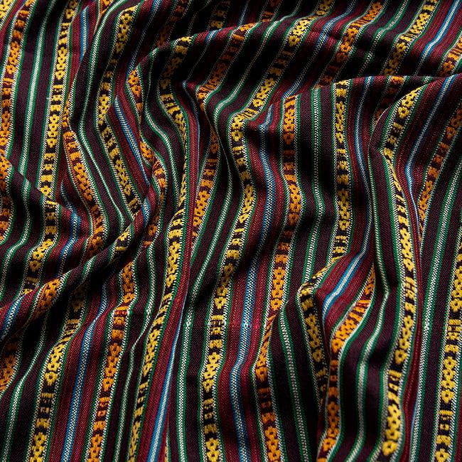 〔テーブルクロスサイズ〕ネパール織り生地のマルチクロス - 154cm x 200cm 2 - 陰影に映える美しいエスニック記事です。