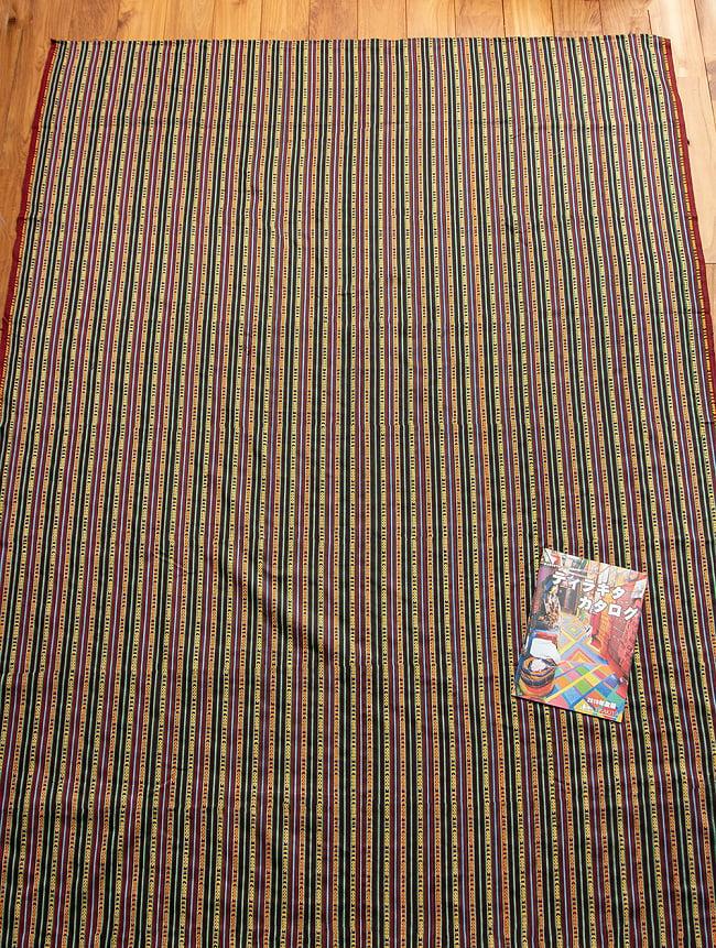 〔テーブルクロスサイズ〕ネパール織り生地のマルチクロス - 154cm x 200cm 3 - 広がりのある大きな布地です。