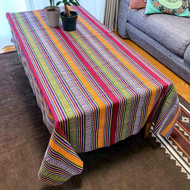 〔テーブルクロスサイズ〕ネパール織り生地のマルチクロス - 154cm x 200cm 6 - 同種の生地をテーブルクロスとして用いた例になります。
