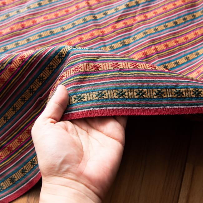 〔50cm切り売り〕ネパール織り生地-薄手-マルチカラー系〔幅150cm〕 5 - 品のあるデザインですので、カーテンやカバンなどのほか、食卓を飾る布としてもお使いいただけることと思います。