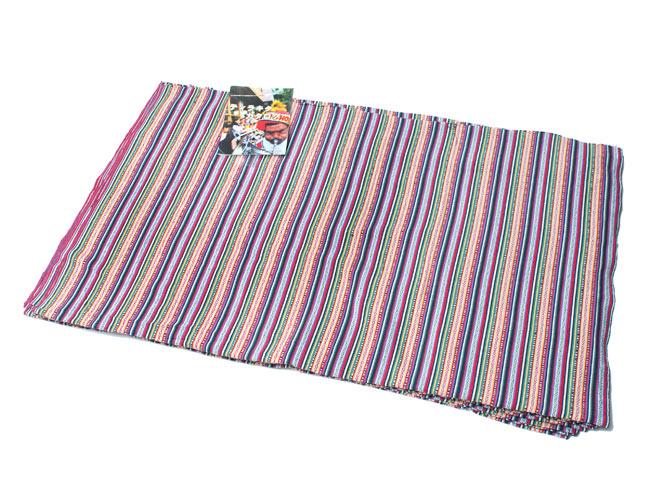 〔50cm切り売り〕ネパール織り生地-薄手〔幅155cm〕の写真6 - A4サイズの冊子と大きさを比較してみました。大きさのご参考にどうぞ。(写真は同じ幅の色違いの商品となっています。)