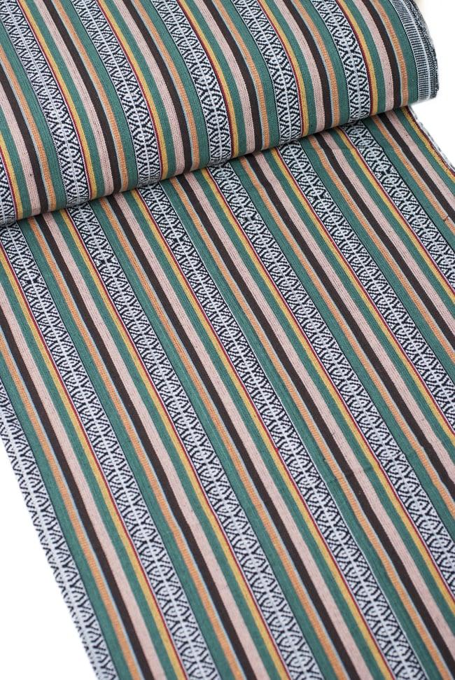 〔50cm切り売り〕ネパール織り生地-厚手〔幅120cm〕 2 - デザインが分かるように斜めから撮影してみました。また、端の縫製はこのようになっております。