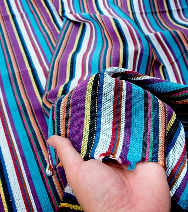〔50cm切り売り〕ネパール織り生地-中厚手〔幅133cm〕の写真4 - 厚みも十分あるしっかりとした生地です
