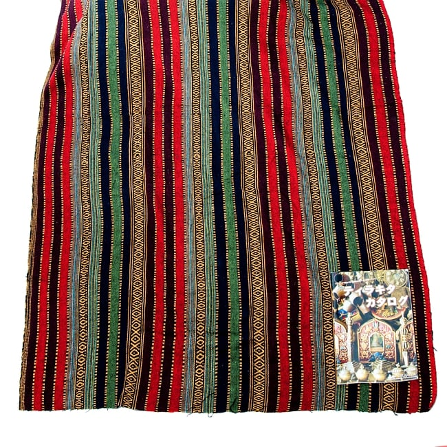〔50cm切り売り〕裏起毛タイプ ネパール織り生地-厚手〔幅112cm〕の写真5 - 1点のご注文で50cm、2点で100cm…という風に長さをカットしてお送りいたします。横幅が約152cm程度と大きいので、1点分の長さでも結構なボリュームの生地になります。