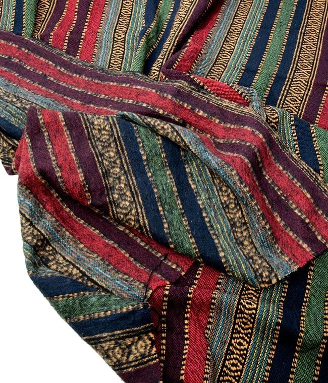 〔50cm切り売り〕裏起毛タイプ ネパール織り生地-厚手〔幅112cm〕の写真6 - こちらの生地で特徴的なのは、裏起毛が施されている点です。