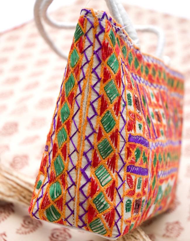 ラジャスタン刺繍ミラー付きバッグ - アイボリーの写真4 - 横から写した写真です
