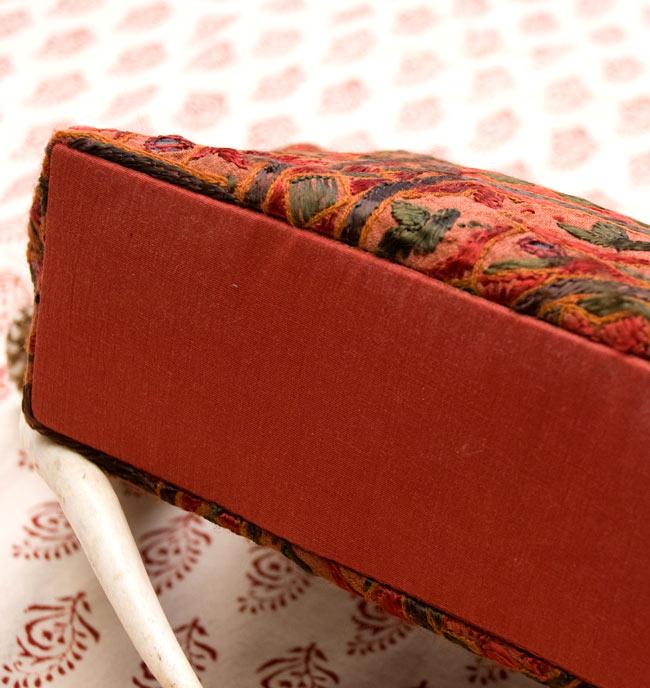 ラジャスタン刺繍ミラー付きバッグ - 茶色の写真3 - 見えにくい底の部分も、ちゃんと同色でしっかりとしたマチが付いております。
