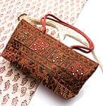 ラジャスタン刺繍ミラー付きバッグ - 茶色