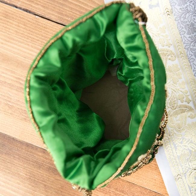 華やかなゴールドビーズ&ミラーワークの巾着ミニポーチ ミニバッグ - グリーン 6 - 中はこんなふうになっています。柔らかくて厚めの生地なので中のものを傷めません。