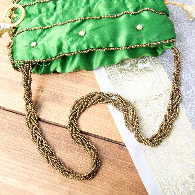 華やかなゴールドビーズ&ミラーワークの巾着ミニポーチ ミニバッグ - グリーン 7 - ビーズを編み込んで作られたチェーンです。