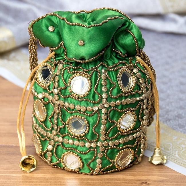 華やかなゴールドビーズ&ミラーワークの巾着ミニポーチ ミニバッグ - グリーンの写真