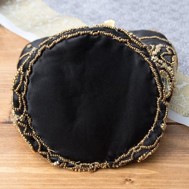 華やかなゴールドビーズ&ミラーワークの巾着ミニポーチ ミニバッグ - ブラック 8 - 裏面はのようになっています、しっかりとしたマチが付いております。