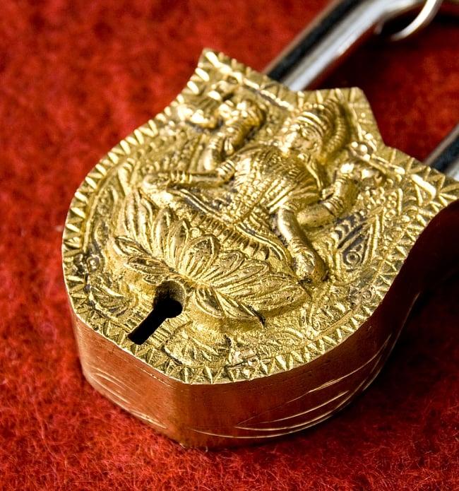 アンティック風ラクシュミー南京錠 3 - 鍵穴部分です、まさに「錠」というような感じです。