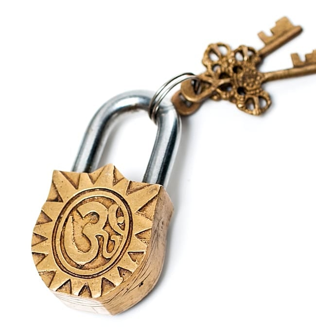 アンティック風カーリー南京錠(小)の写真5 - 裏面はこのようなモチーフになっています。