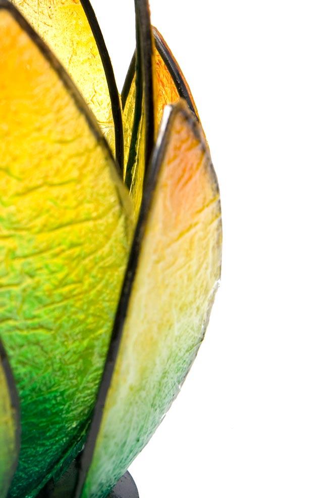 ロータスのキャンドルスタンド -緑の写真4 - アップにしてみました。