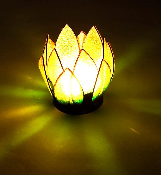 ロータスのキャンドルスタンド -緑の写真5 - 実際にキャンドルを灯すとこんな感じです。