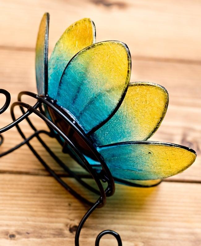 ロータスのキャンドルスタンド - 青 4 - アップにしてみました。花びらのクリアな部分が繊維状になっていて、これがキャンドルを灯したときに独特の美しい雰囲気になります。