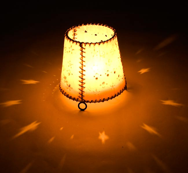 ゴートスキンのキャンドルスタンド の写真3 - 実際にキャンドルを灯すとこんな感じです。