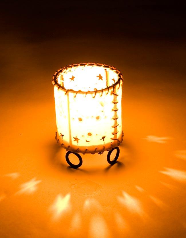ゴートスキンのキャンドルスタンド の写真4 - 実際にキャンドルを灯すとこんな感じです。