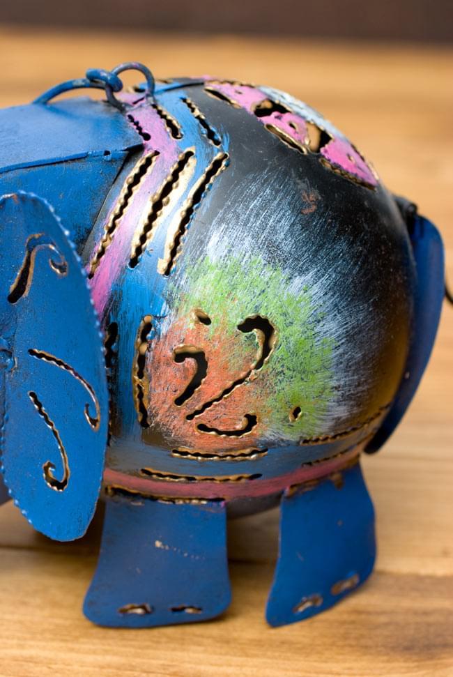 ノスタルジックキャンドルスタンド 象さんの写真3 - 側面を見てみました。丸みのあるお腹が可愛いですね