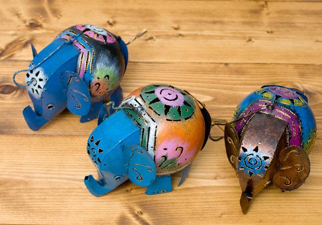 ノスタルジックキャンドルスタンド 象さんの写真6 - カラーリングは商品によって異なっています。アソートでのお届けとなりますのでご了承のうえお買いもとめくださいませ。