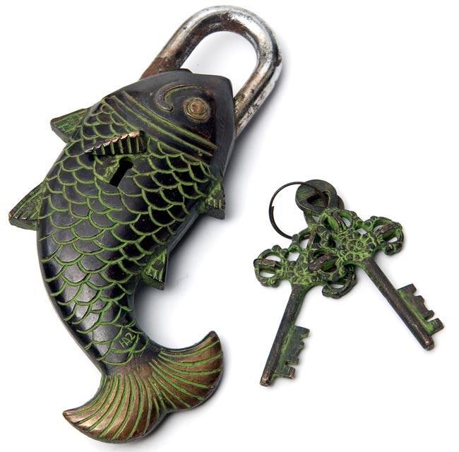 [インド品質]マツヤ 魚型からくり南京錠 - 黒色の写真