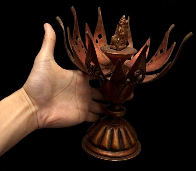 蓮の花とアクショービヤ[一点物]の写真7 - 他のデザインで、同じ大きさのものをサイズ比較のために手に持ったところです