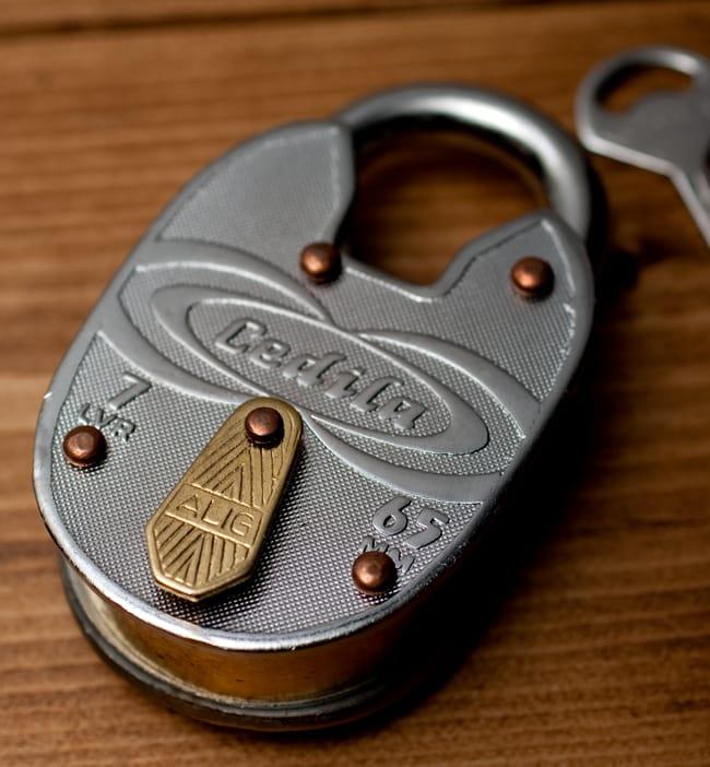 インドの南京錠 【Lサイズ】 2 - 昔ながらの南京錠で雰囲気があってかっこいいです
