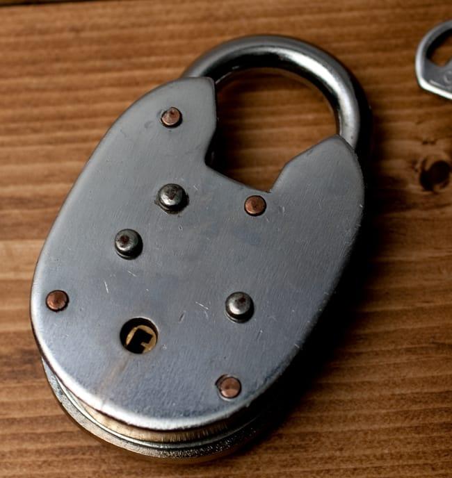 インドの南京錠 【Lサイズ】 5 - 裏面の写真です